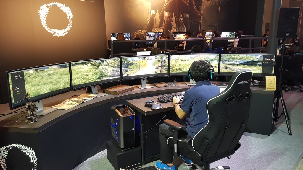 Insane Gaming Pc Setup Spotted At Tokyo Game Show Gameaxis